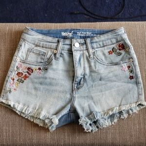 Jean shorts with floral stitching